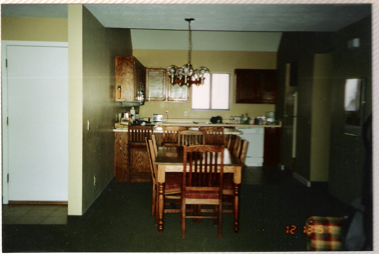 09-Kitchen.jpg